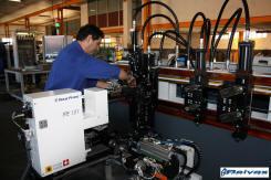 Reivax Maquinas Acoplando distintos componentes de la maquina