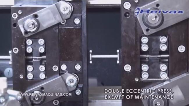 Máquina para fabricar rodillos de pintar con opción a insertar el mango. MR-8 de Reivax Maquinas.