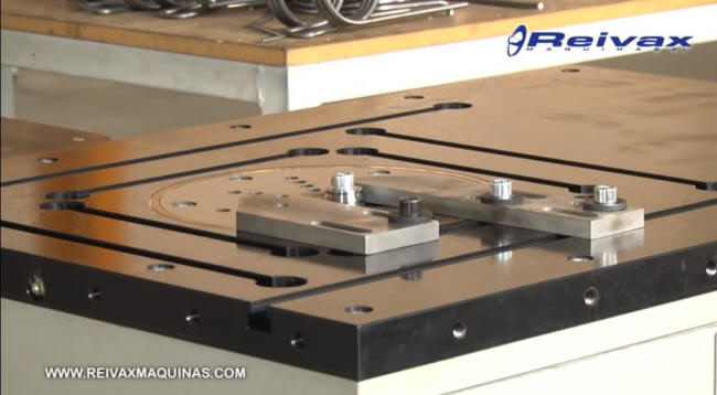 CN Bending table for manual bending of de wire rods. Reivax Machines.